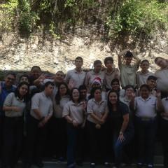 Alfonzo Rivas comparte desayuno con Jóvenes de Invedin